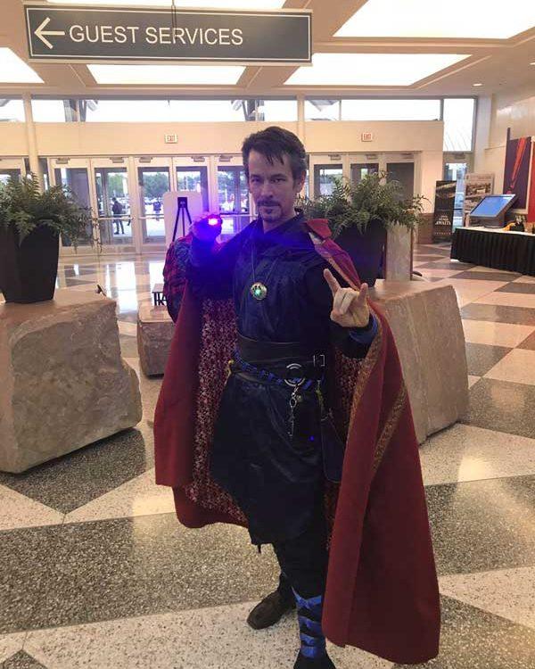 cosplayer Dr. Strange